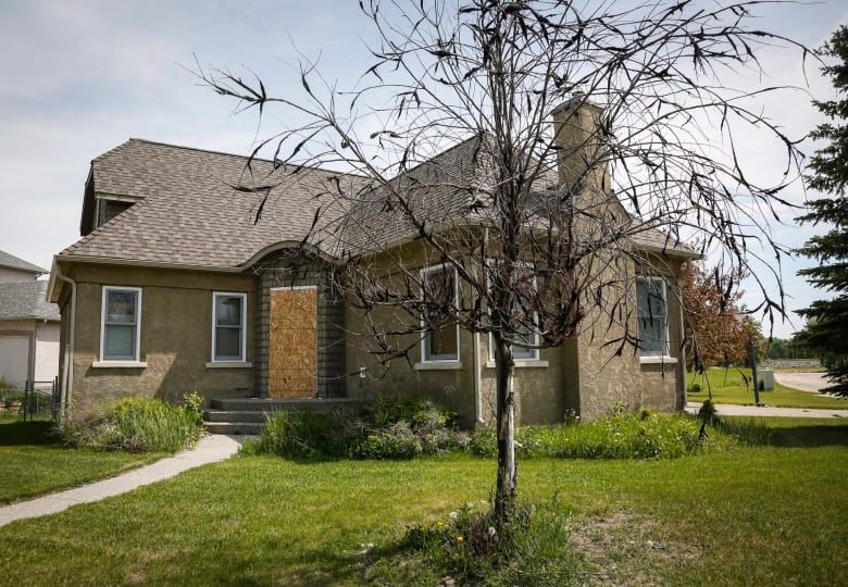 High River set to auction 17 homes — with a catch | CBC News