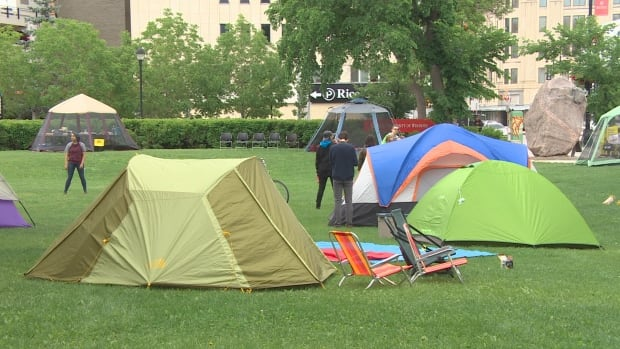 Dozens of University of Winnipeg environmental studies students hold a camp-out Sunday night to encourage the University to implement a new policy on fossil fuel divestment.
