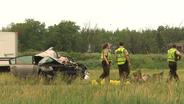 Sûreté du Québec collision investigators are at the scene of a fatal collision on Highway 20 in Sainte-Julie, east of Montreal. The highway will be closed in the area for hours for an investigation into the cause of the crash.
