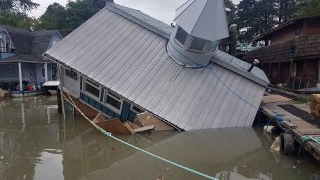 Float home sinks into B.C.'s Fraser River