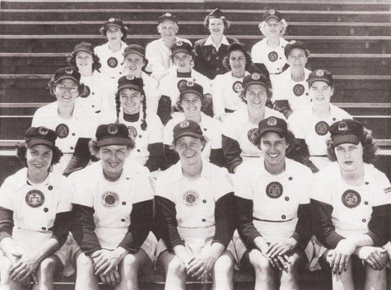 616b5c74 Pitcher Sue Zipay (bottom row, left) with the original Rockford Peaches  circa 1953. (Sue Zipay.)