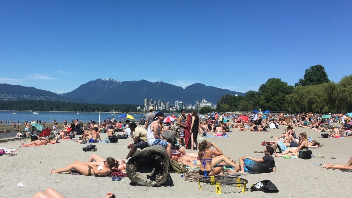 Vancouverites Enjoy First Heat Wave Of The Summer -7044