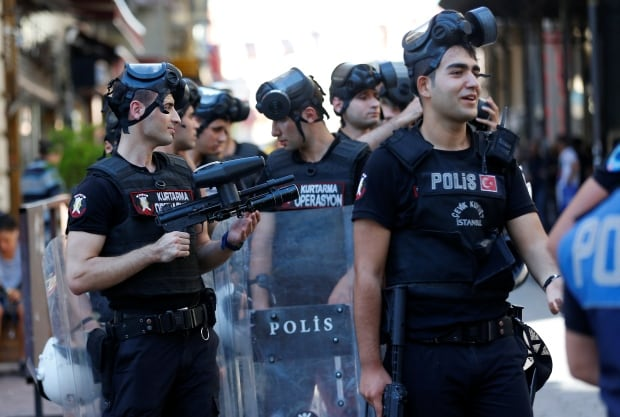 Police in Istanbul shot gay parade with rubber bullets 64