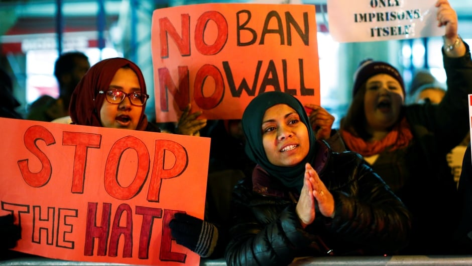 People protest against U.S. President Donald Trump's travel ban in New York City, U.S., Feb. 1, 2017.  A partial version of the ban will be temporarily re-enacted after a Supreme Court order on Monday.