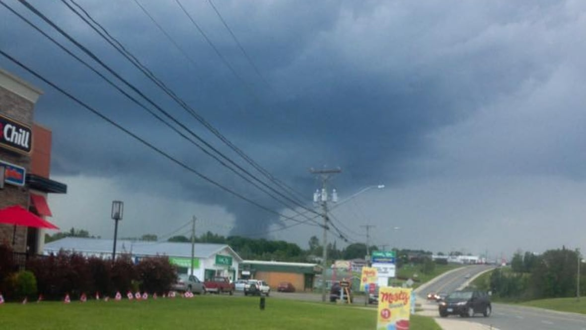 Apparent funnel cloud 'awes' people near Woodstock - CBC.ca