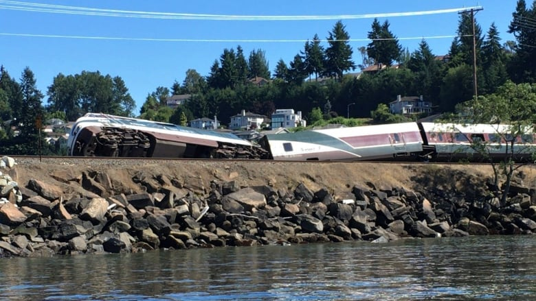 Part of Vancouver-to-Oregon train derails causing minor