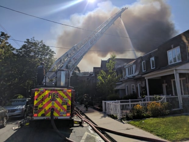 Fire in Toronto neighbourhood damages six homes
