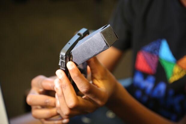 Cell phone spectrometer