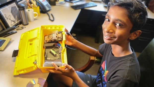 At just 12 years-old, Vaanaan Murugathas invented his own gaming system out of a shoe box, built a full spectrometer from scratch and now he's showing participants at Maker Festival Toronto how to hack one with their cell phone.