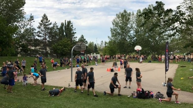 Hundreds of people turned out for a workout in Saskatoon's Avalon Park Saturday in honour of former cop-turned-lawyer Bruce Gordon.
