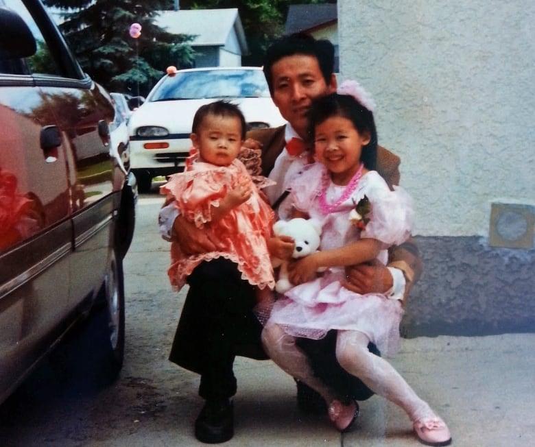 That photo took him back: Vietnamese refugee recognizes