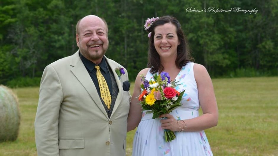 Father of the bride struck by lightning during wedding speech in Canada