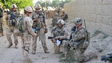 Afghan US Soldiers 20111221