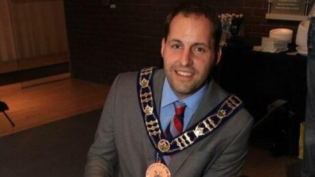 Stouffville mayor's wall of photos was 'vexatious,' created intimidating workplace, probe finds