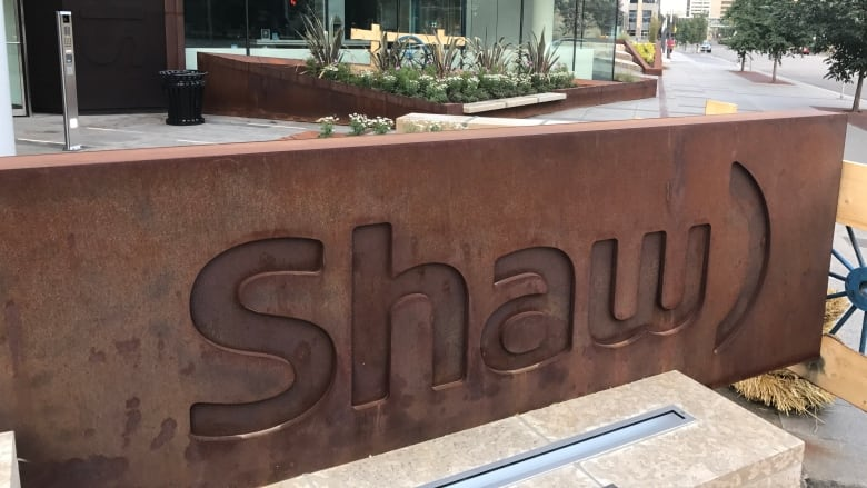 Shaw Communications profit jumps on higher wireless subscriptions