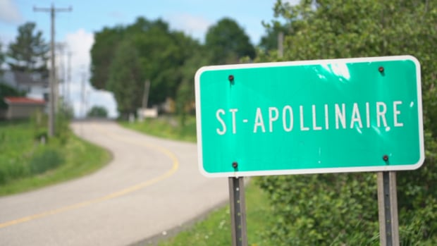 Sixteen residents of Saint-Apollinaire, Que., voted in favour and 19 against a plan to create a Muslim-run cemetery outside the town.