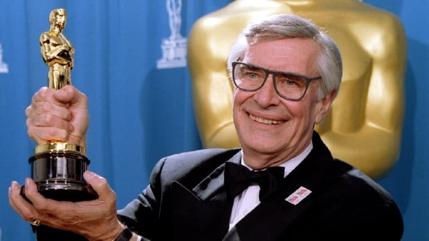 Actor Martin Landau displays the Oscar he won for Best Supporting Actor at the 67th Annual Academy Awards in Los Angeles in March 1995.