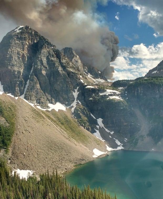 Verdant Creek wildfire in Kootenay National Park grows 10-fold since Sunday