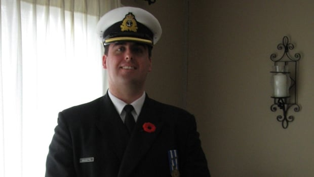 Former sailor sues federal government over mould doctors say made him sick Navy-sailor-mould