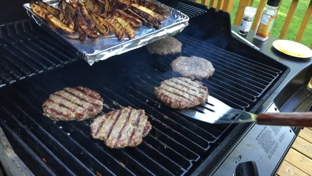 Health Canada is weighing whether to recommend manufacturing standards for wire bristle brushes used to clean barbecue grills.