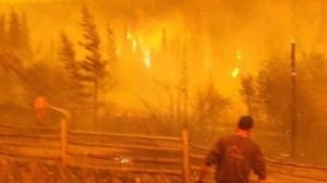 Experts say don't be a 'garden hose hero' in the face of an evacuation order