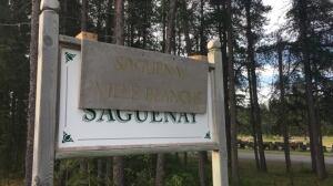 Saint-Honoré mayor calls sign at local cemetery 'xenophobic'