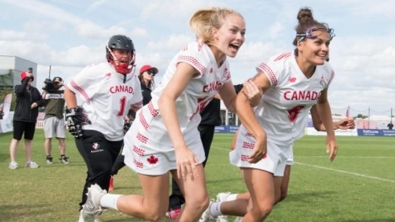 the canadian women u0026 39 s lacrosse team celebrateds its win