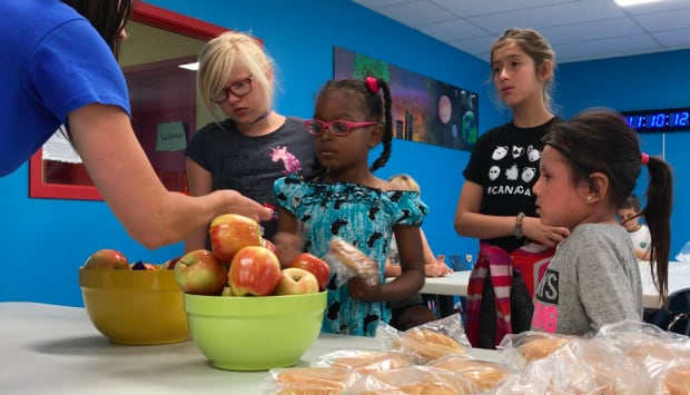 More Calgarians can't afford food despite summer programs for kids, experts say