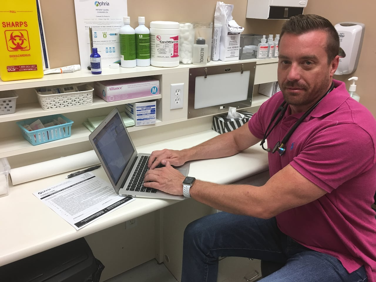 Doctor urges weed-wary colleagues to prescribe pot, not opioids for