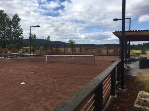 Clay tennis court saanichton