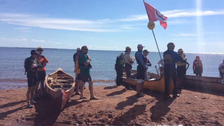 Canoe brigade makes trip across Northumberland Strait to