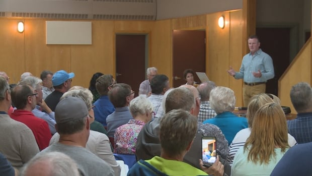 About 130 people gathered at a public meeting at the North Shore Community Centre to discuss the future management of the bay. Kent MacLean, a community councillor, led the presentation.