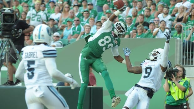 CFL's Duron Carter Makes An Unbelievable One-Handed, Backhand TD Catch