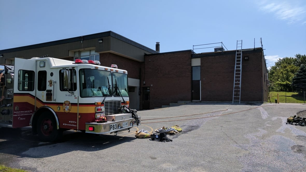 North Gower Public School's roof catches fire - Ottawa ...