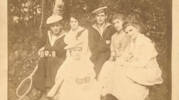 Frank Baker, seated on the left with a camera, wrote the diary between October 1917 and January 1918.