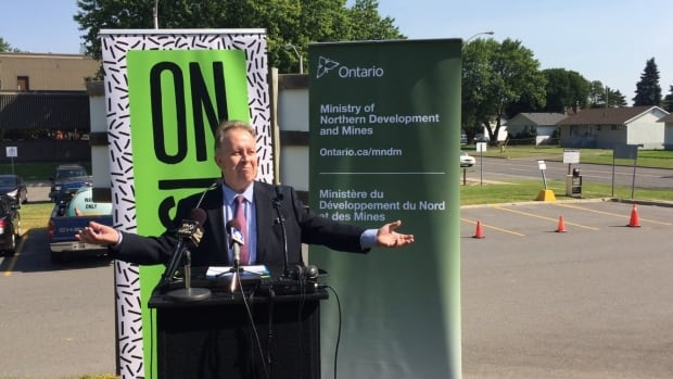 Michael Gravelle, Ontario's minister of northern development and mines and the MPP for Thunder Bay-Superior North announced on Monday that after a five-month medical leave to deal with depression he is returning to cabinet and plans to run in the next election.