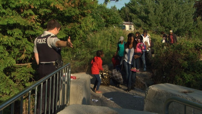 Huddled masses at the border put difficult focus on Trudeau's tweet