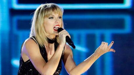 People Taylor Swift Fan Visit