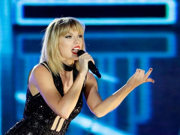 People Taylor Swift Fan Visit