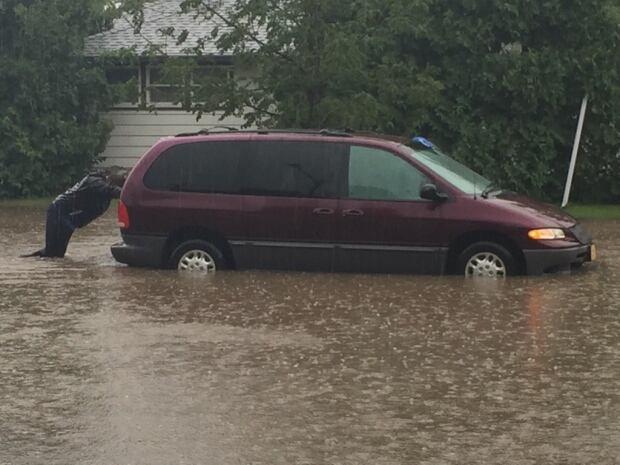 Vehicle stuck Avalon neighbourhood