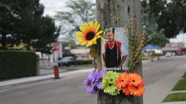 A picture of Tony Divers and some flowers served as a memorial outside Yvonne Alexander's home, where representatives from the SIU met with her and her siblings Thursday.