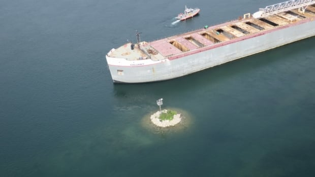 629 ft. cargo ship runs aground, closes St Marys River