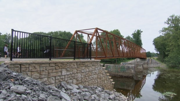 This cycling and foot path bridge opened Tuesday morning along the Leamy Creek trail in Gatineau.