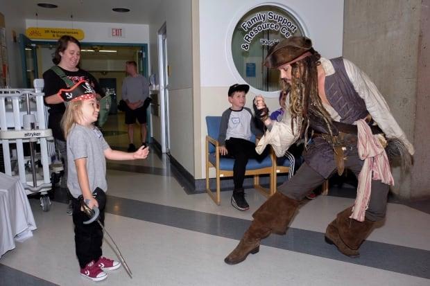 Johnny Depp meets Vancouver patients dressed as Capt. Jack Sparrow