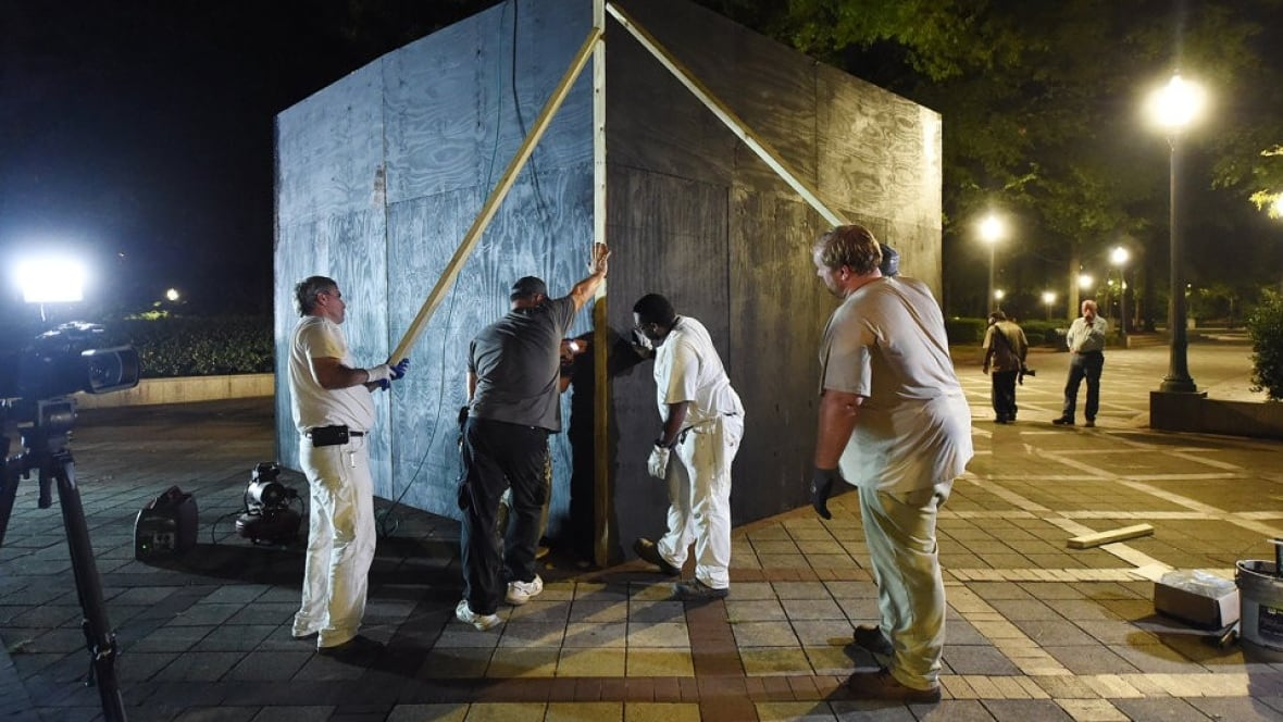 Birmingham mayor defiant after boarding up Confederate monument