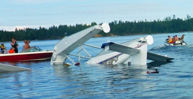 float plane crash Comox Lake