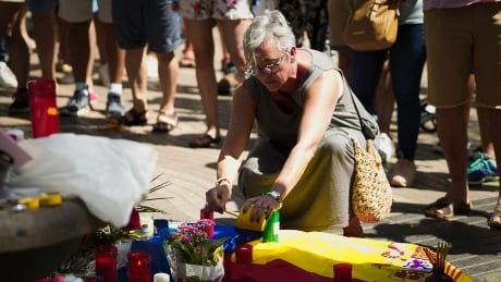 barcelona aftermath makeshift memorial candle