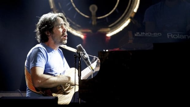 Patrick Watson didn't give any too many hints about his performance at Montréal Symphonique.