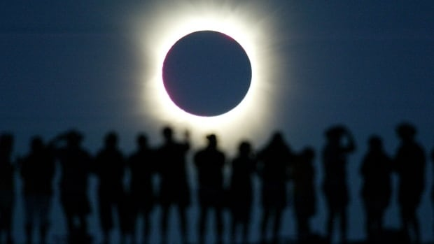 Science North will be holding an eclipse party around 1:00 p.m.