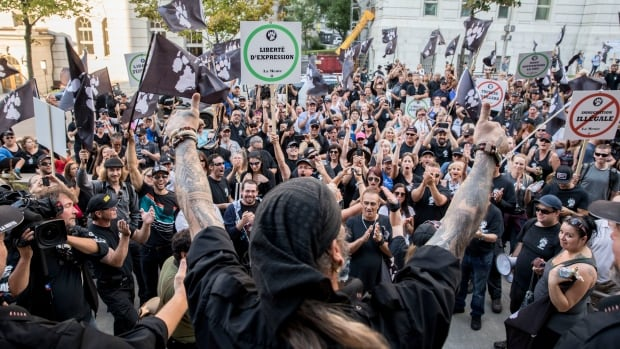 Members of the far-right group La Meute held a rally in Quebec City on Sunday, after first being pinned in a parking garage by their opponents.